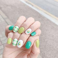 方圆形绿色白色格纹牛油果美甲图片