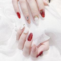 圆形红色白色裸色钻跳色线条美甲图片
