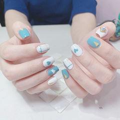 方形蓝色白色心形格子美甲图片