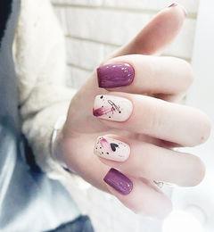 方圆形紫色白色心形美甲图片