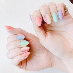 圆形粉色蓝色绿色竖形渐变磨砂跳色美甲图片