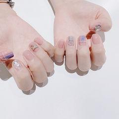方圆形粉色银色线条钻美甲图片