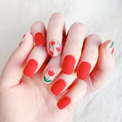 圆形红色手绘花朵磨砂显白美甲图片