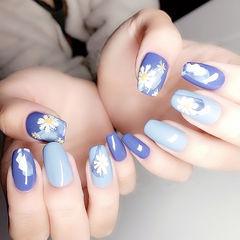 方圆形蓝色白色手绘雏菊全国连锁日式学校学美甲加微信:mjbyxs15美甲图片