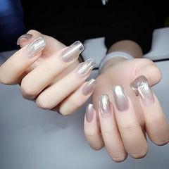 方圆形银色水波纹魔镜粉美甲图片