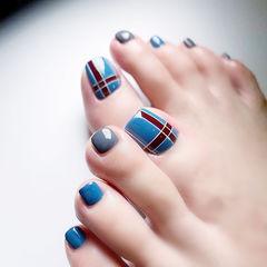 脚部蓝色红色线条美甲图片