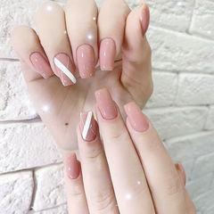 方圆形粉色白色线条简约上班族美甲图片