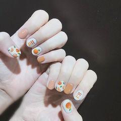 圆形橙色白色手绘水果短指甲美甲图片