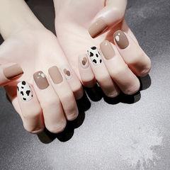 方圆形棕色黑色白色豹纹美甲图片