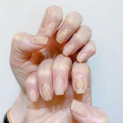 方圆形金色裸色水波纹美甲图片