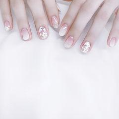 圆形白色银色渐变手绘花朵美甲图片