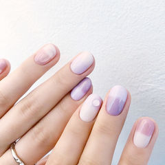 圆形紫色粉色渐变水滴美甲图片