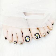 脚部黑色金色手绘雏菊美甲图片