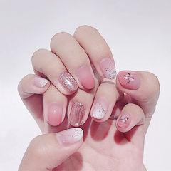 圆形粉色白色渐变银色水波纹美甲图片