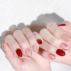 圆形红色晕染金箔新娘美甲图片