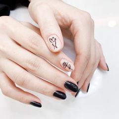 圆形黑色裸色手绘花朵全国连锁日式学校学美甲加微信:mjbyxs15美甲图片