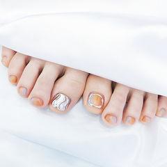 脚部橙色银色水波纹渐变美甲图片