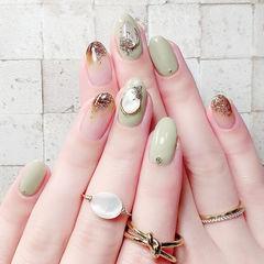 圆形绿色棕色闪粉贝壳片美甲图片