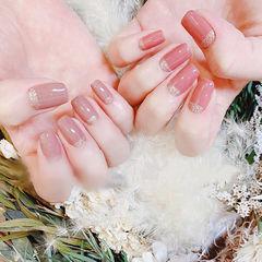 方圆形粉色豆沙色简约上班族美甲图片