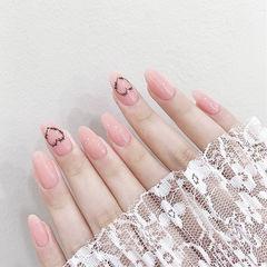 圆形粉色黑色心形美甲图片