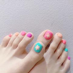 脚部粉色蓝色橙色手绘花朵跳色磨砂美甲图片