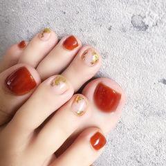 脚部焦糖色金箔显白美甲图片