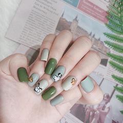 绿色可爱手绘美甲图片