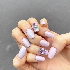 香芋紫色钻饰方形美甲图片