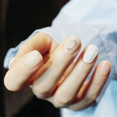 水波纹简约短指甲美甲图片