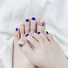 蓝色钻饰脚甲美甲图片