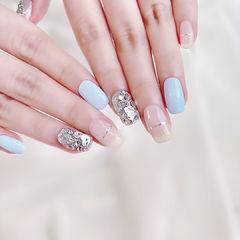 蓝色钻饰平法式美甲图片