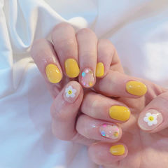 黄色花朵可爱美甲图片