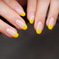 黄色法式美甲图片