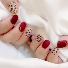 磨砂红色豹纹美甲图片