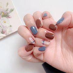 格纹蓝色棕色美甲图片