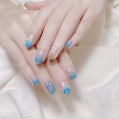 蓝色亮片山丘纹美甲图片