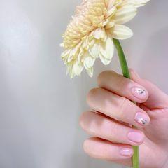 手绘花朵简约美甲图片