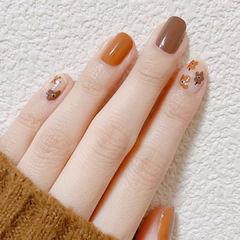 棕色焦糖色简约花朵跳色美甲图片
