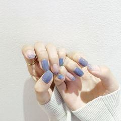 蓝色灰色简约美甲图片
