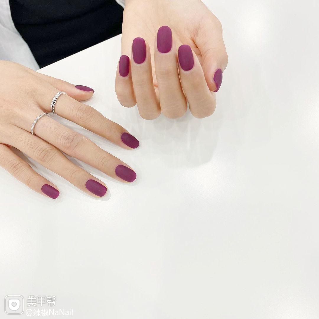 紫色磨砂韩式美甲图片