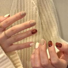 琥珀绿色裸色白色短指甲美甲图片