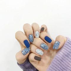 蓝色磨砂毛呢秋冬美甲图片