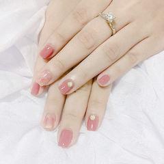 粉色渐变短指甲美甲图片