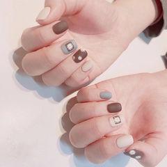 蓝色棕色磨砂花朵短指甲美甲图片