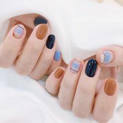 蓝色棕色格纹美甲图片