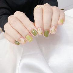 绿色跳色简约显白美甲图片
