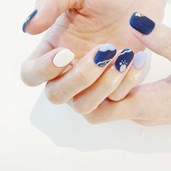 蓝色白色磨砂简约美甲图片