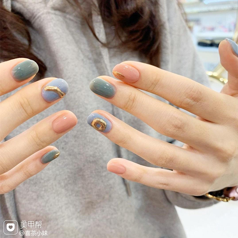 绿色蓝色粉色美甲图片