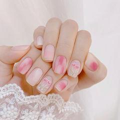 粉色晕染美甲图片