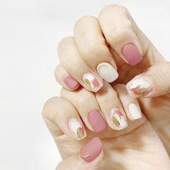 粉色白色晕染美甲图片